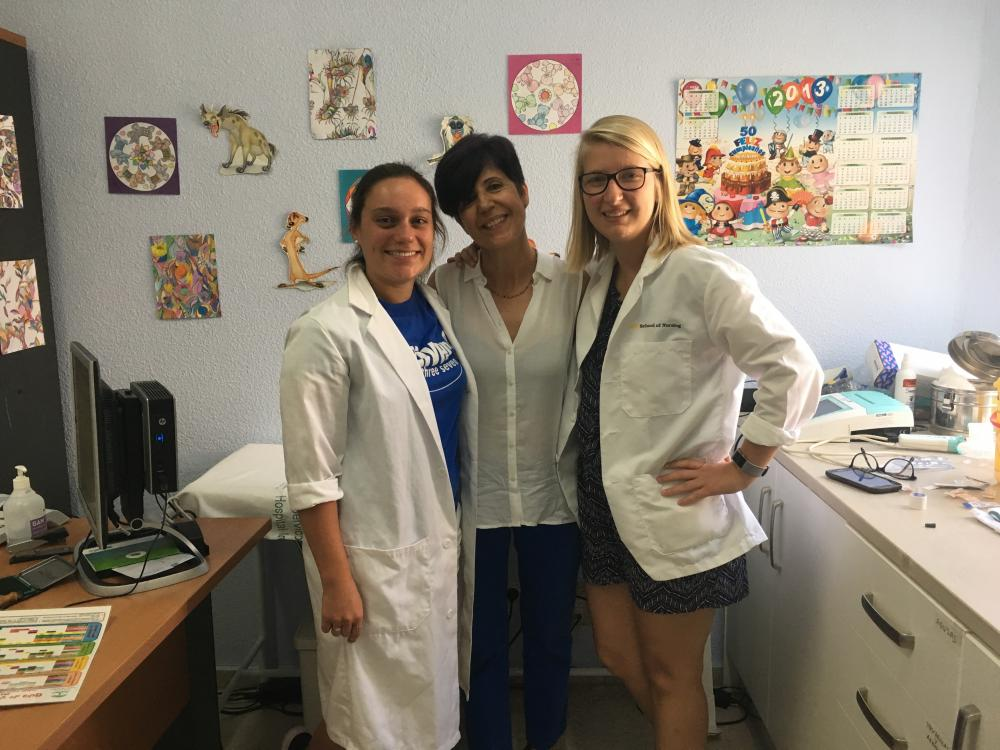 Kaitlin Boyden (L) and Erin Dymon (R) with their Spanish nursing instructor in Cordoba.